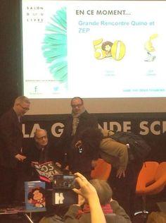 Quino ➡️ Creador de Mafalda enseña un SOS Venezuela al recibir la Legión de Honor en Francia...