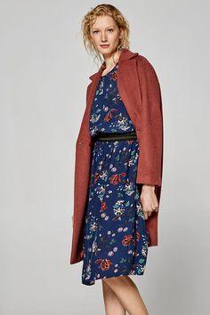 Šaty s potiskem a s elastickými ozdobnými lemy 3876db24eb