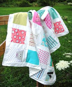 cute keepsake onesie quilt, I will be making one of these soon :)
