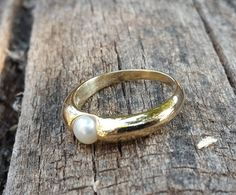 Beautiful pearl ring in sterling silver, plated with 14k gold . clean and smooth finish in a light weight and curvy designed ring. Elegant