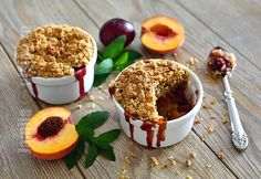 Crumble cu mere si piersici! No Cook Desserts, Eat Dessert First, Deserts, Muffin, Cooking Recipes, Pudding, Sweets, Sugar, Cookies