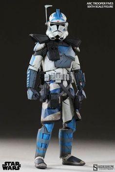 Figura Arc Clone Trooper Fives Phase II Armor 30 cm. Star Wars: The Clone Wars. Sideshow Collectibles Espectacular figura Arc Clone Trooper Fives Phase II Armor de 30 cm, perteneciente a la película animada Star Wars: The Clone Wars, con accesorios, articulada y 100% oficial y licenciada.