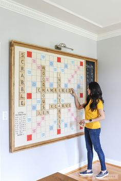Woodworking Projects Games How to make a DIY giant wall scrabble game.Woodworking Projects Games How to make a DIY giant wall scrabble game Diy Wand, Do It Yourself Furniture, Diy Furniture, Craftsman Furniture, Modern Furniture, Outdoor Furniture, Furniture Projects, Wall Scrabble, Scrabble Board Game
