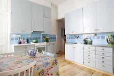 Karkki-blogin Karin maalasi keittiön kaapit.