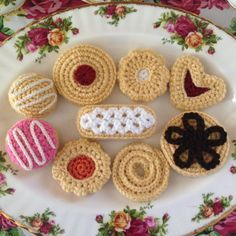 crochet flower patterns Hello, its a platter of hand-crafted crocheted afternoon tea time delights! The pattern includes grandmas traditional sugar cookie, finger lace sugar co Crochet Cake, Crochet Amigurumi, Crochet Food, Knit Crochet, Ravelry Crochet, Crochet Birds, Crochet Slippers, Crochet Animals, Knitting Patterns
