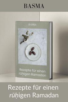 Das etwas andere Ramadan Kochbuch Hier findest du nicht nur Rezepte, die einfach zuzubereiten sind, sondern auch preiswert, praktisch und für on-the-go schnell verzehrfertig sind. Außerdem findest du Basic Rezepte. Das sind so genannte Grundrezepte, die du für vielfältige Rezepte einsetzen kannst, oder auch verändern und erweitern kannst. Anhand der Basic Rezepte wirst du kein Essen mehr verschwenden. Denn mit diesem Ramadan Kochbuch wirst du auch Essen vorbereiten können. Fusion Food, Frame, Home Decor, Food Prep, Picture Frame, Decoration Home, Room Decor, Frames, Home Interior Design