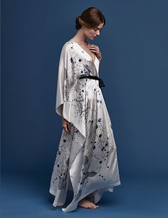 Meng lounge wear cherry blossom print silk satin v-neck wrap sideview Elegant Outfit, Classy Dress, Satin Dressing Gown, Fantasy Gowns, Night Dress For Women, Kimono Dress, Get Dressed, Night Gown, Cherry Blossom