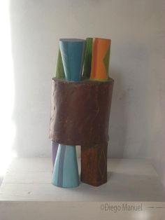"""""""Máquina"""", madera policromada, medidas, 45 x 18 x 18 cm , 2013 Escultura abstracta de madera maciza policromada del escultor Diego Manuel"""