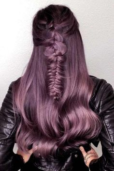 70 Tempting and Attractive Purple Hair Looks 30 Insanely Cute Purple Hair Looks You Won't Be Able to Light Purple Hair, Dyed Hair Purple, Lilac Hair, Cheveux Ternes, Men Hair Color, Hair Shades, Long Wavy Hair, Hair Color Balayage, Hair Looks