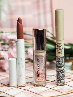 January beauty favourites including products from Anastasia Beverly Hills, Colou. Makeup Set, Makeup Dupes, Makeup Tools, Beauty Makeup, Makeup Brushes, Makeup Ideas, Makeup Lipstick, Makeup Inspiration, Face Makeup
