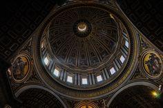 Bazilica Sf. Petru din Vatican  Bazilica Sf. Petru din Vatican, mai mult decât o catedrală - galerie foto.  Vezi mai multe poze pe www.ghiduri-turistice.info Vatican, Sf, Vatican City