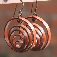 using jeweltone metallic paper for paper quilled jewelry