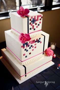 gâteau à motif pixel et orchidées