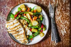These chicken breasts are juicy and grilled to perfect in this recipe. A vegetable medley is a fresh and tasty side. So try it out this summer! No Dairy Recipes, Cooking Recipes, Healthy Recipes, Healthy Eating Habits, Healthy Fats, Big Meals, Easy Meals, Lemon Rosemary Chicken, Vegetable Medley