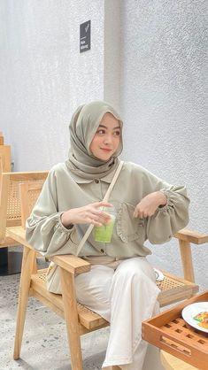 Modest Fashion Hijab, Modern Hijab Fashion, Street Hijab Fashion, Casual Hijab Outfit, Hijab Fashion Inspiration, Ootd Hijab, Muslim Fashion, Urban Fashion, Foto Instagram