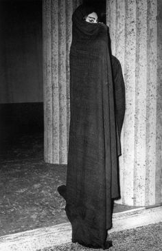 Maria Callas as Medea - 1959 Maria Callas, Greek Dress, Heaviest Woman, Greek Design, Opera Singers, Creative Photography, Vintage Photography, Rare Photos, Classical Music