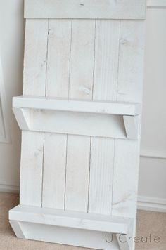 Ucreate: DIY Pallet Shelf & free bathroom printable!