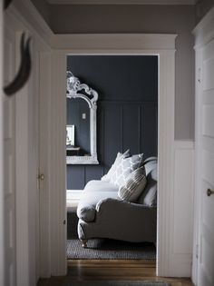 dark grey walls for media room Home Interior, Interior And Exterior, Interior Decorating, Interior Design, Gray Interior, Design Interiors, Grey Room, Blue Rooms, Home And Deco