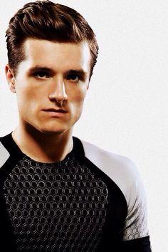 Dit is Peeta. Hij was Katniss partner bij de spelen. In het begin was Peeta met een andere groep opzoek naar haar omdat hij anders gedood werd door die groep. Peeta was heel erg sterk. Op het einde waren de 2 verliefd op elkaar.