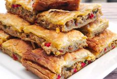This is a fantastic recipe for Greek eggplant pie with peppers and feta cheese. Greek Recipes, Veggie Recipes, Vegetarian Recipes, Cooking Recipes, Healthy Recipes, Frugal Recipes, Simple Recipes, Eggplant Dishes, Eggplant Recipes