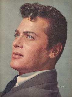 Tony Curtis , 1956 Hollywood Star, Golden Age Of Hollywood, Classic Hollywood, Joining The Navy, Tony Curtis, New York Street, Classic Films, Old Movies, American Actors