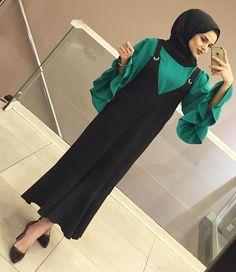 JİLE BLUZ TAKIMIMIZ 💚🖤 TAKIM KARGO DAHİL 150₺ Hijab Style Dress, Casual Hijab Outfit, Hijab Chic, Iranian Women Fashion, Islamic Fashion, Muslim Fashion, Hijabi Gowns, African Fashion Dresses, Fashion Outfits