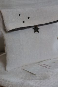 Written in French. Ideas: use a lining to match the star button that matches the small (stamped?) stars above. In linen