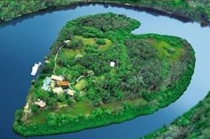 Sir Richard Branson's paradise island for rent.