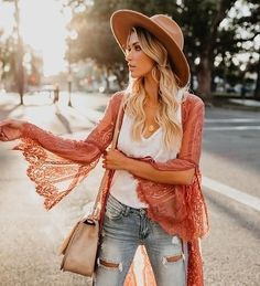 40 + Gypsy Style Fashion Outfits To Elevate Your Look – Style Me Love Source by stylemelove fashion boho Look Boho Chic, Estilo Hippie Chic, Look Fashion, Unique Fashion, Autumn Fashion, Bohemian Fashion, Fashion Spring, Boho Fashion Over 40, Bohemian Gypsy