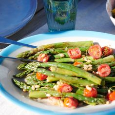 Gegrillter Spargel mit Tomaten Rezept   Weight Watchers Jus D'orange, Menu, Asparagus, Green Beans, Healthy Recipes, Healthy Food, Bbq, Low Carb, Lunch