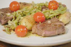 Vandaag maakt Jeroen vlees met patatjes en groenten. Echte dagelijkse kost dus.