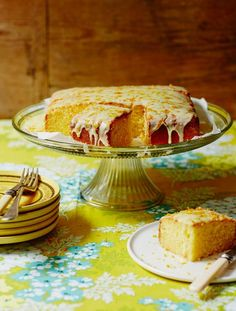 This gluten free lemon drizzle cake is a real crowd pleaser; not only is it gluten free but it's also a dairy free lemon cake with a citrus icing on top. Gluten Free Sweets, Gluten Free Cakes, Gluten Free Baking, Dairy Free Recipes, Healthy Baking, Celiac Recipes, Healthy Food, Dairy Free Lemon Cake, Gluten Free Lemon Drizzle Cake