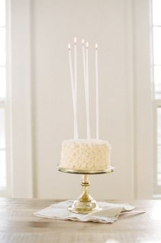 #HowTo | Cake decorating 101 on SMP Living here: http://www.stylemepretty.com/living/2013/04/10/cake-decorating-with-white-loft-studio-and-mayflour-cake-confections |   Photos- WhiteLoftStudio.com, Cake + Decorating Tips- MayflourCakeConfections.com | #SMPLiving