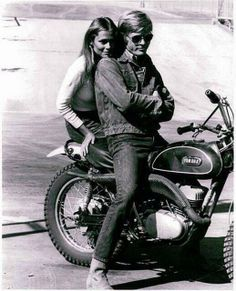 Lauren Hutton sitting on motor bike with Robert Redford in a scene from the film 'Little Fauss And Big Halsy', Get premium, high resolution news photos at Getty Images Lauren Hutton, Robert Redford, Enduro Vintage, Vintage Motorcycles, Small Motorcycles, Vintage Biker, Vintage Motocross, Christy Turlington, Santa Monica