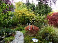 Im Garten einer Kundin Clay Animals, Backyard Landscaping, Vegetable Garden, Stepping Stones, Gardening, Rustic, Spaces, Bird, Landscape