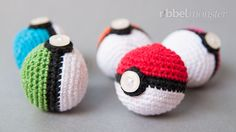 Amigurumi - Pokéball häkeln - Pokémon Ball - kostenlose Häkelanleitung (With images) Crochet Diy, Crochet Amigurumi, Amigurumi Patterns, Crochet For Kids, Crochet Crafts, Crochet Dolls, Yarn Crafts, Knitting Patterns, Crochet Patterns