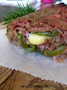 Ρολό κιμά γεμιστό με ζαμπόν, τυρί και πιπεριά Sandwiches, Meat, Chicken, Food, Recipes, Essen, Meals, Paninis, Eten