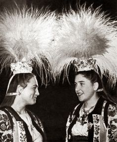 One of the most unique features of the karabulia is that it is often decorated with the feathery seed heads of a local type of bulrush. These move in the slightest breeze and provide graceful movement to the headdress. Ethnic Outfits, Ethnic Clothes, Folk Costume, Costumes, Headdress, Old Photos, Ukraine, Beautiful People, The Past