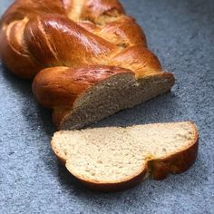 """Sandra on Instagram: """"▫️ Tresse ▫️ . Qui n'aime pas prendre son petit déjeuner du dimanche matin avec une bonne tresse. J'ai fait un petit mix de recettes,…"""" C'est Bon, Bread, Instagram, Morning Breakfast, Sunday Morning, Braid, Recipes, Thermomix, Brot"""