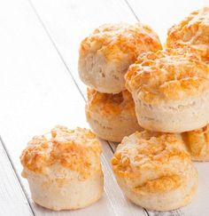 Scones de queso Biscuit Bread, Pan Bread, Pastry And Bakery, Bread And Pastries, Brunch Recipes, My Recipes, Tapas, Savory Muffins, Cupcake Recipes