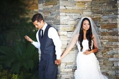 They wanted to pray together before their wedding, but didn't want to see each other. So sweet <3