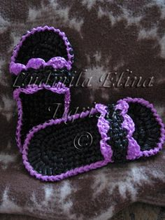 Slippers for guests made from plastic bags Reuse Plastic Bags, Plastic Bag Crafts, Plastic Bag Crochet, Crochet Shoes, Crochet Baby Booties, Crochet Slippers, Crochet Clothes, Baby Knitting Free, Free Crochet