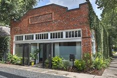 There has been a clean up on Aisle 9 in an ivy-covered Houston Heights landmark. Previously converted into a home, the former Morton Brothers Grocery Store appeared on the market  Wednesday with a $564,900 asking price. The ribs inside (above) aren̵