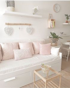 Zimmer Deko allgemein Career Apparel: Dress for Success Ever wondered why you didn't land your dream Cute Bedroom Ideas, Room Ideas Bedroom, Teen Room Decor, Small Room Bedroom, Bedroom Decor, Spare Room Decor, Rustic Bedroom Design, Girl Bedroom Designs, Daybed Room