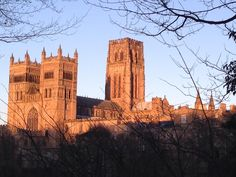 Durham Carhedral looking glorious in the late afternoon sun pic.twitter.com/9LvgxvHqfL