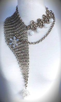 Collar en chainmail de alpaca, opalinas, cuarzos y cristales.  By:  Clovis Jewelry  WEBSITE:  www.clovisdesignjoyas.com