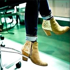 Glitter Boots   41 Amazing Free People-Inspired DIYs
