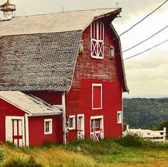 I love red barns.  It's an on going topic on road trips & a constant needle in my husband's side since I've threatened to paint our shed barn red.