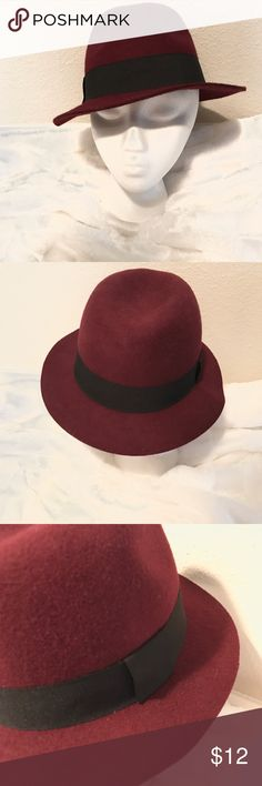 Forever 21 wool burgundy fedora s/m Forever 21 Black & Burgandy Wool Fedora size S/M (55.5CM)  New with tags Forever 21 Accessories Hats