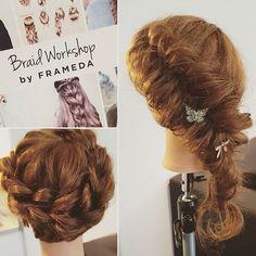 Top 100 updos for medium hair photos Tämä päivä jää ikuisesti mieleen ja ei, letit eivät liity siihen. Ajatukset meni kyllä mukavasti hetkeksi muualle kuin Trumppiin, kun saa tehdä jotain mitä rakastaa.  #orangeisthenewblack  #frameda #braidphotos #fishtailbraid #braidideas #education #hairdresser #braids #upstyle #updos See more http://wumann.com/top-100-updos-for-medium-hair-photos/